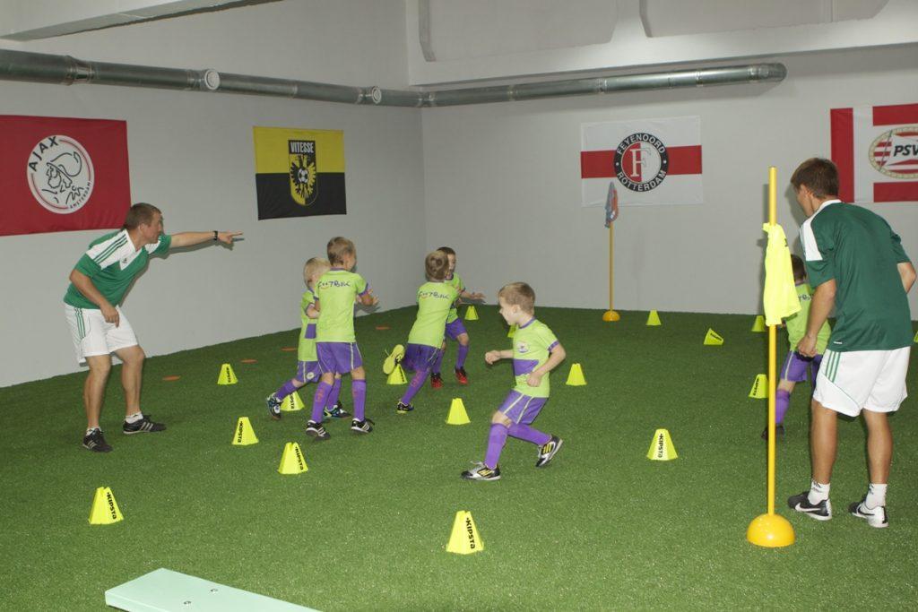Обучение футболу детей