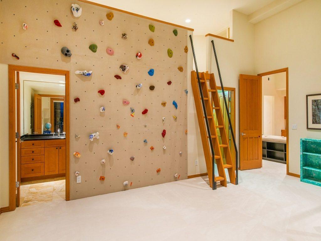 Детский домашний скалодром поможет вам развить в вашем малыше силу, ловкость и выносливость.