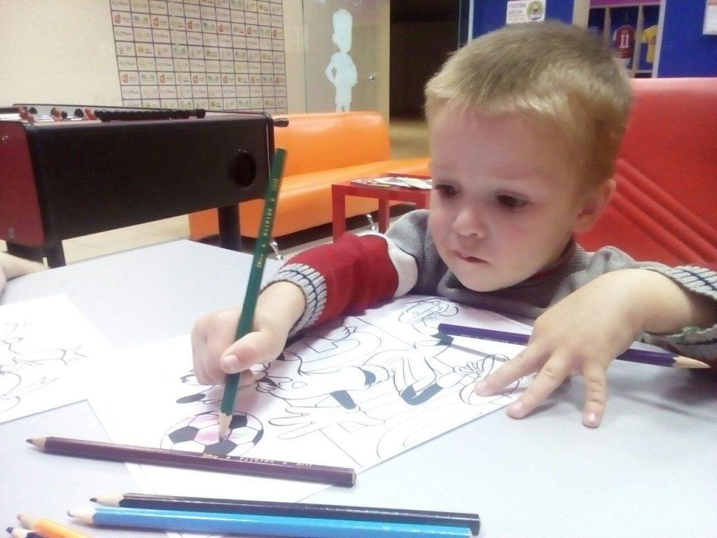 Футбол для дітей, розмальовки для малюків