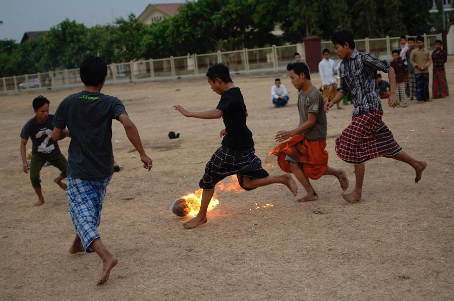 Разновидности футбола: фаербол