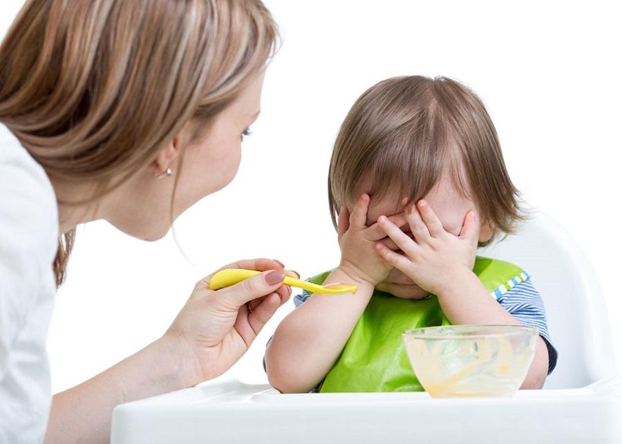 Чи можна примушувати дитину їсти?