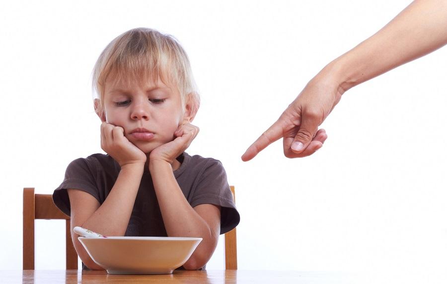 Чи потрібно змушувати дитину їсти?
