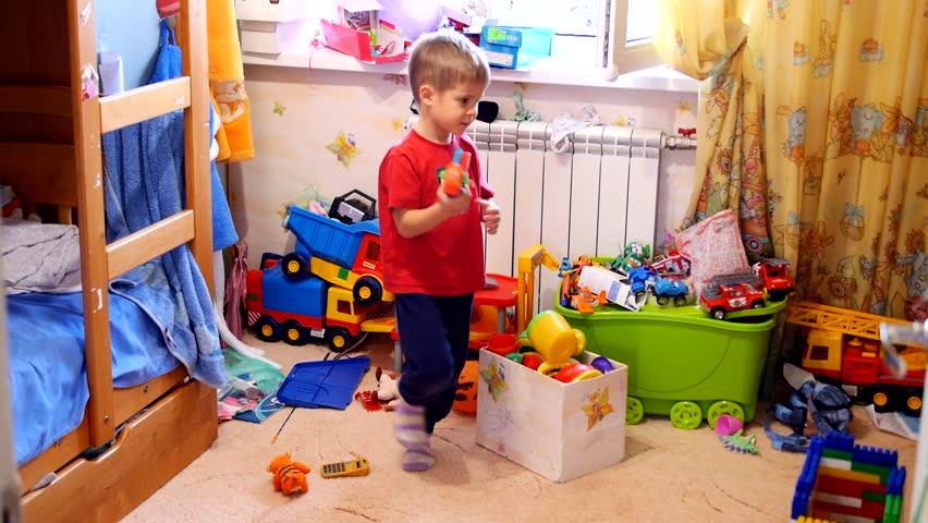 Як привчити малюка до порядку?