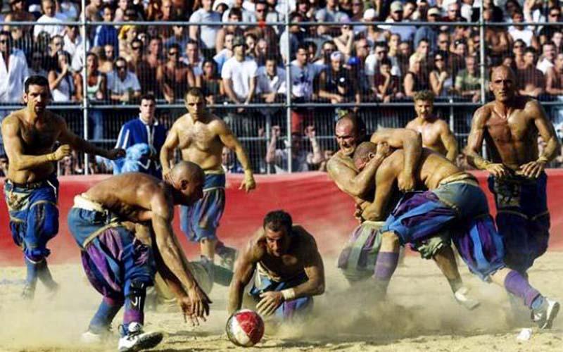 Разновидности футбола: флорентийский футбол
